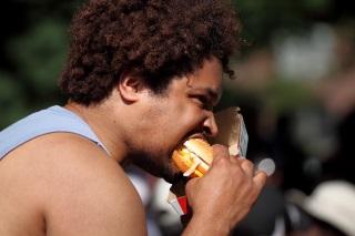 Woher kommt Mundgeruch - Hauptursache Essensreste